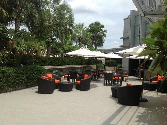 Bangkok Marriott Hotel Sukhumvit : pool area