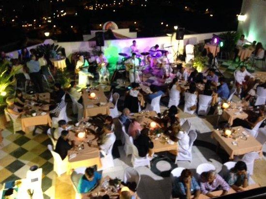 Restaurante Amador: outdoor terrace + live performance