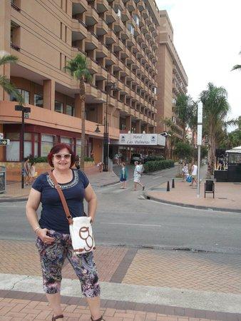 Hotel Las Palmeras: EL HOTEL DESDE EL PASEO
