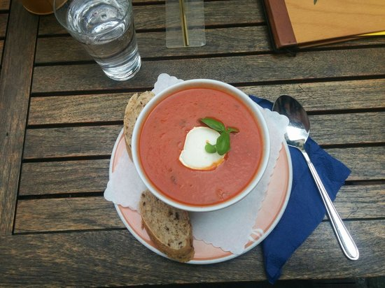 Restaurant brennNessel: Amazing Tomato soup with goat cheese and basil