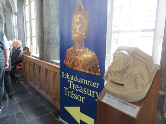 Treasury of Aachen Cathedral: treasury5