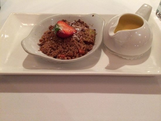 Bridge Street Lounge and Grill: Rhubarb crumble