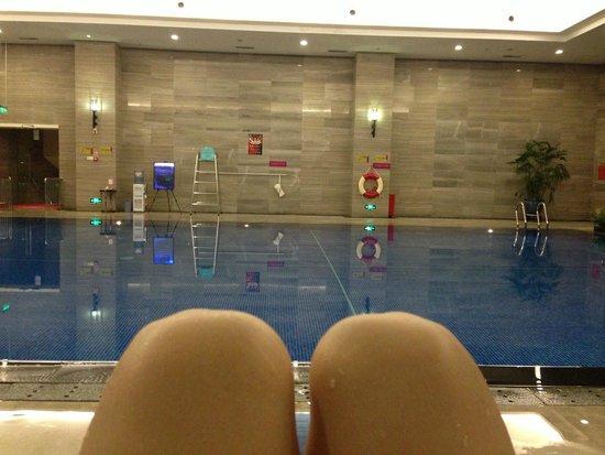 Crowne Plaza Shenzhen Longgang City Centre: swimming pool