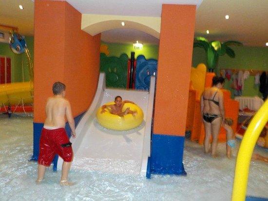 Hotel Val di Sole: parco piscina per bimbi