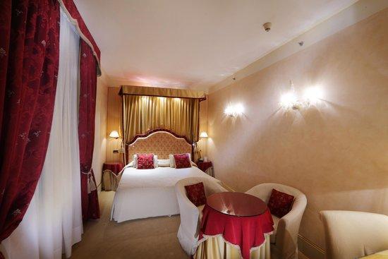 Hotel a La Commedia: DELUXE DOUBLE ROOM