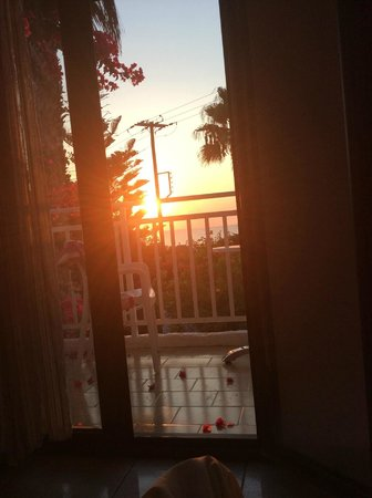 Saradari Apartments : sunrise from the room