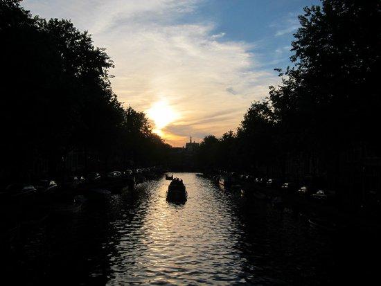 De Duif : Sunset in canal