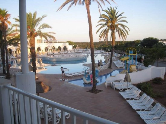 Grupotel Mar de Menorca: Morning time! If you look closely you can see the early risers.