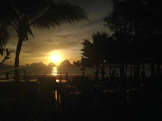 Amari Vogue Krabi : Puesta de sol desde la piscina