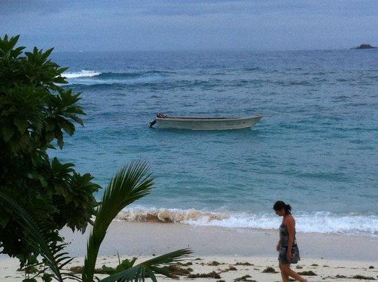Matamanoa Island Resort : spiaggia con brutto tempo