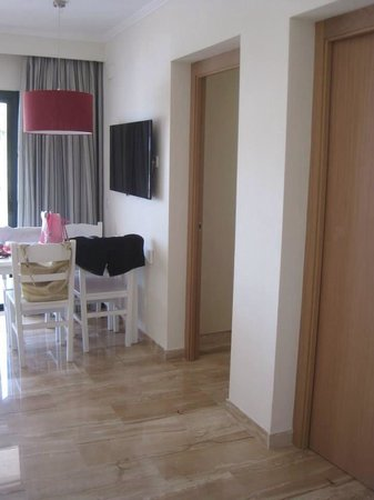 Grupotel Mar de Menorca: Living area. Doors to bedrooms one and two. Dinning area and TV.