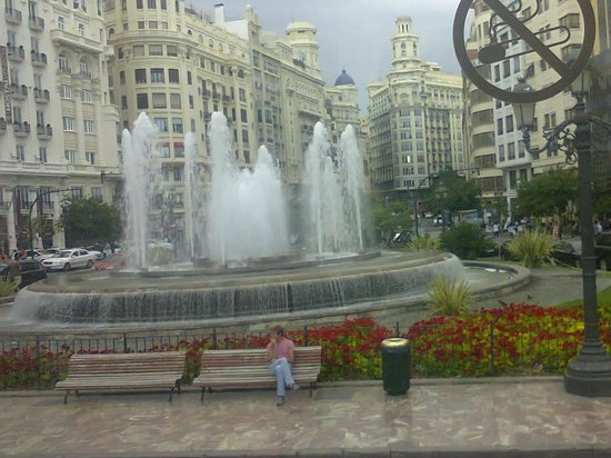 Plaza de Cataluña: A beautiful fountain at the plaza