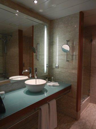 Hilton Diagonal Mar Barcelona: salle de bain