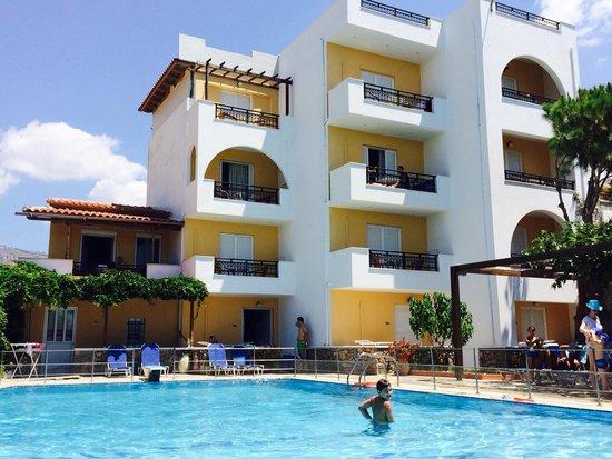 Sarikampos Beach Hotel : The hotel