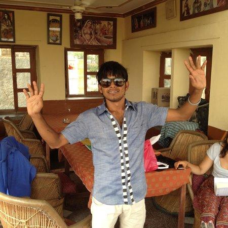 Renuka Hotel: Amil: the best singer in India