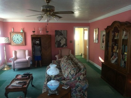 Plantation Bed & Breakfast : living area