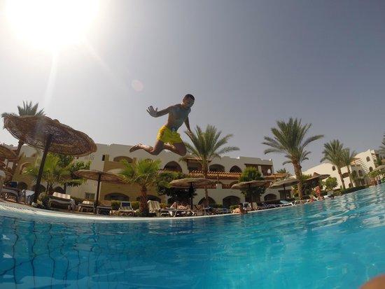 Royal Grand Sharm Hotel: Jump