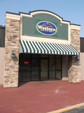 Best Western Plus Toronto North York Hotel & Suites : Western bar & grill