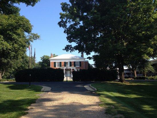 Hampton Inn Lexington - Historic District: Manor house lobby