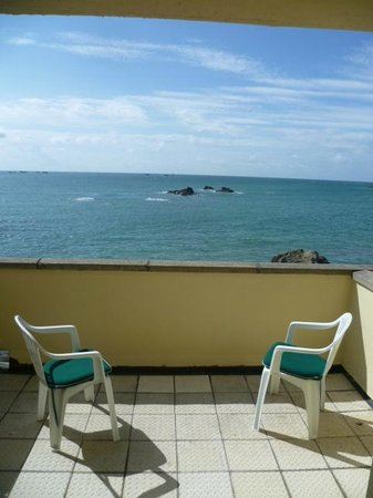 Fort d'Auvergne Hotel: Our balcony overlooking the sea.