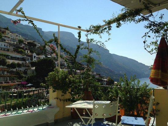 Venus Inn B&B Positano: La bellissima vista dalla terrazza per la colazione.