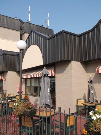 BEST WESTERN PLUS Toronto North York Hotel & Suites: Restaurant de l'hôtel