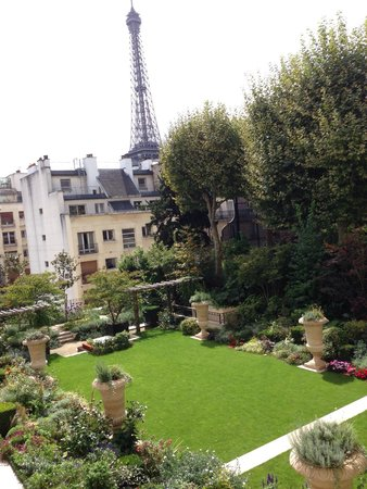 Shangri-La Hotel Paris : View from our room