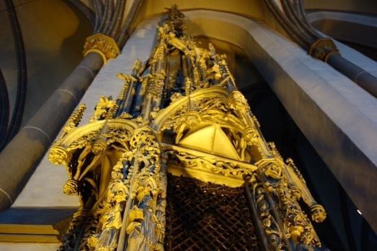 St. Lambertus Church: ornate carving
