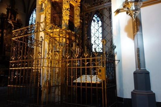 St. Lambertus Church: bottom of ornate carving