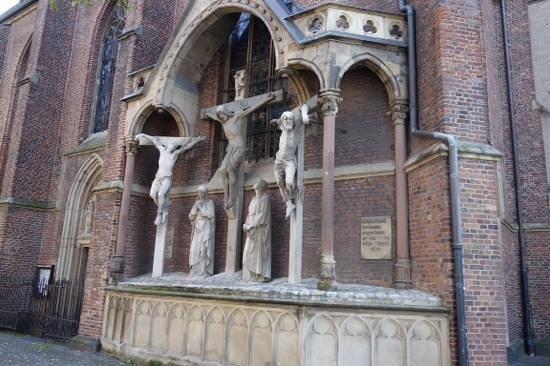 St. Lambertus Church: it sneaks up on you