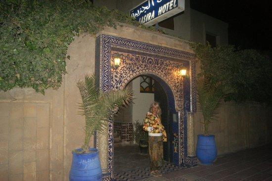 Al Jasira Hotel: Вход в отель.