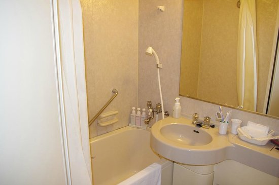 Smile Hotel Tokyo Nihombashi: semi-double room, bathroom
