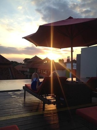 Swiss-Belinn Legian : Sunset at the rooftop bar