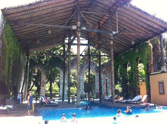 Fiesta Americana Hacienda San Antonio El Puente Cuernavaca: Outdoor pool with cool design shade