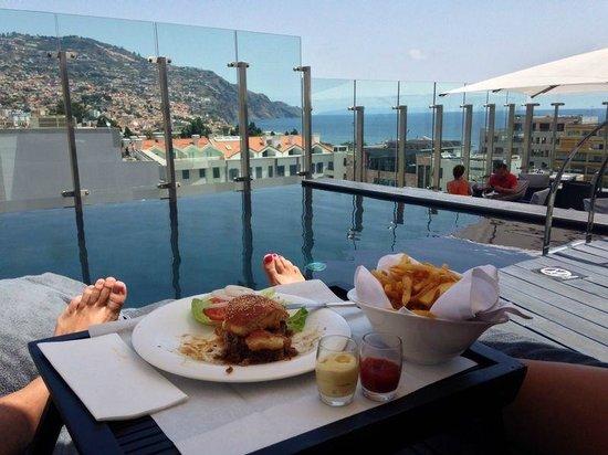 The Vine Hotel: Snack en la terraza.-