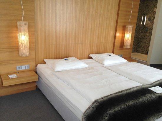 Lindner Hotel Am Ku'damm: großes, bequemes Bett