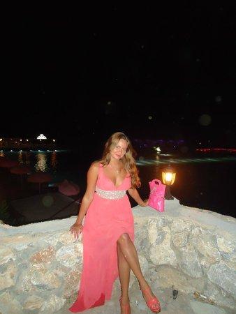 Cratos Premium Hotel, Casino, Port & Spa: Ресторан на пляже