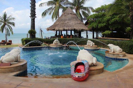 Bandara Resort & Spa: Cocktail bar and pool