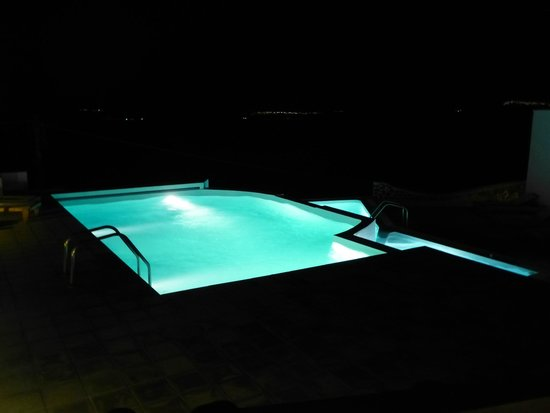Apanemo : Pool at night