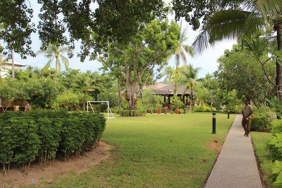 Bandara Resort & Spa: Beautiful and immaculate grounds