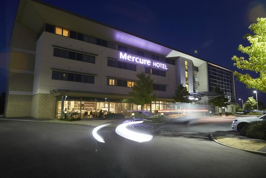 Mercure Sheffield Parkway: Hotel Front