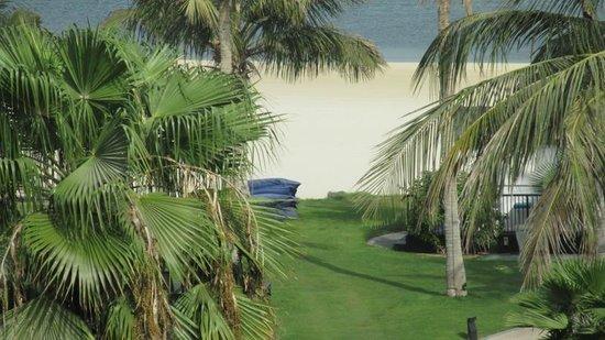 JA Palm Tree Court: Beach is stone throw from room
