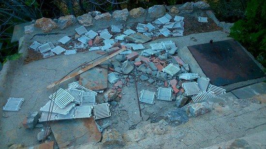 Alcazaba de Busquistar: Restos de la piscina anterior.