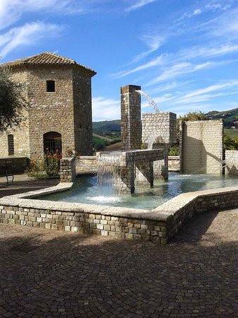 Albergo La Rocca Dei Malatesta: Frontino: fontana dedicata a Caterina Remies Forlani, Insegnante