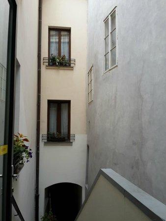 Escada que leva ao quarto imposs vel subir com malas for Design hotel neruda 4