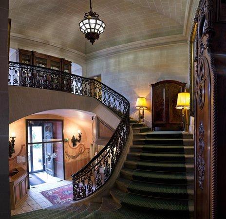 Chateau de Coudree: montée d'escalier chateau coudree