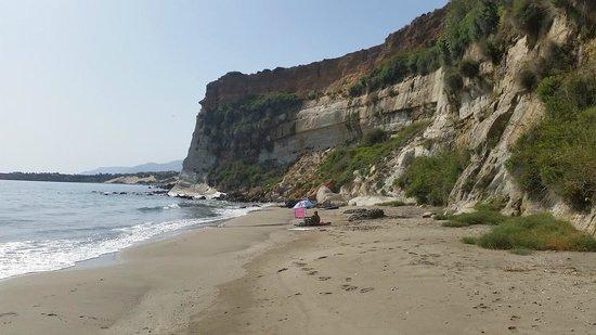 Frangokastello, Yunani: Spiaggetta raggiungibile via mare o superando gli scogli con le scarpette idonee