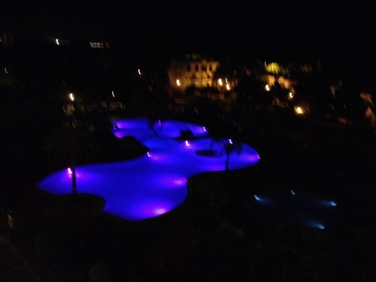 Alfagar II Aparthotel: At night