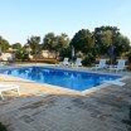 Trullo Sovrano Exclusive B&B: piscina