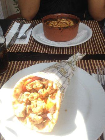 Smile Cafe Restaurant : Moussaka and tofu souvlaki